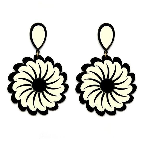 Brinco de Acrílico Grande Flor - Preto e Branco